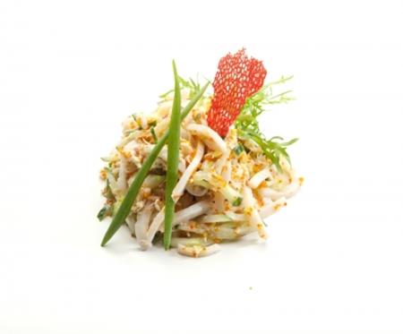 Салат из кальмаров и крабового мяса