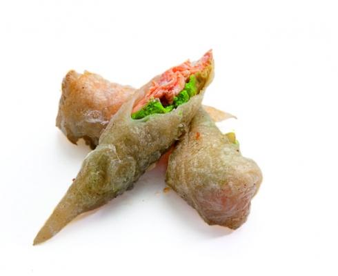 Рисовая трубочка с лососем